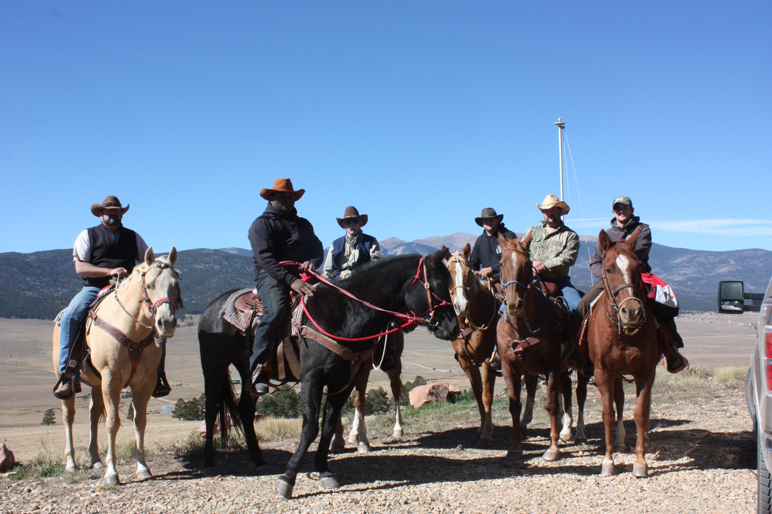 elk-hunters-on-horses